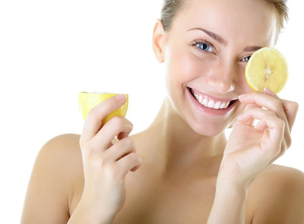 Το λεμόνι αναζωογονεί και θεραπεύει το δέρμα σας