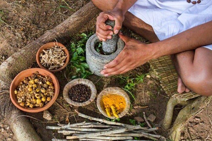 Παραδοσιακή ινδική ιατρική Αγιουρβέδα