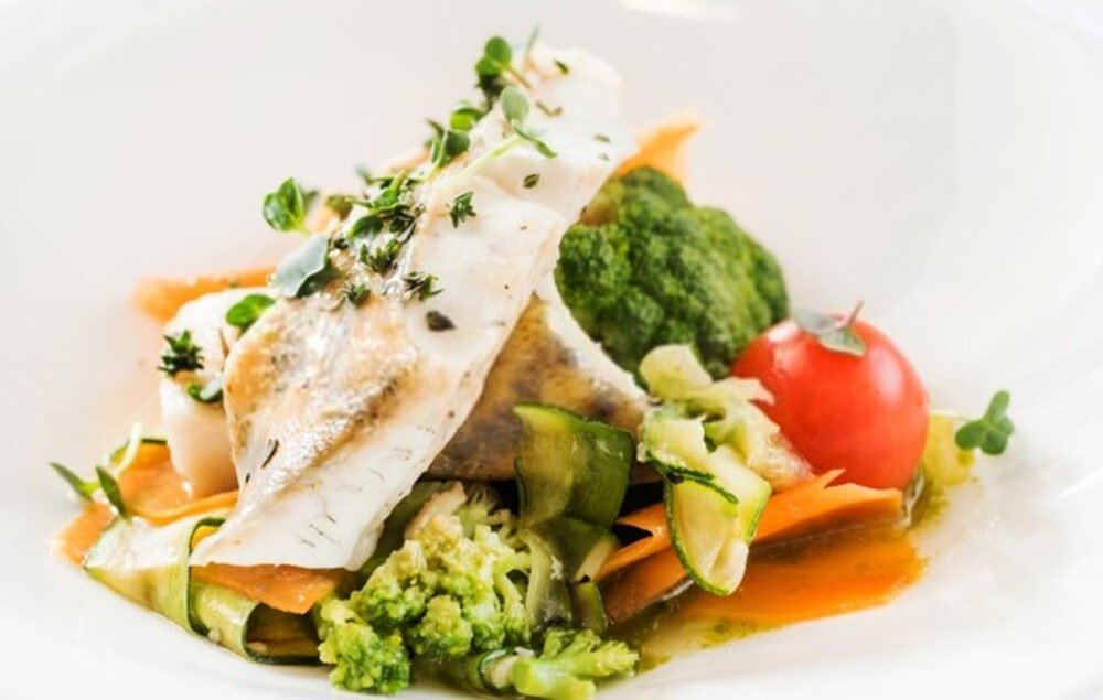 Το κρέας και τα ψάρια βοηθούν στην απορρόφηση του σιδήρου από τα φρούτα και τα λαχανικά